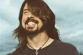 Dave Grohl, Play, multi intrumentista, Foo Fighters, Nirvana, video
